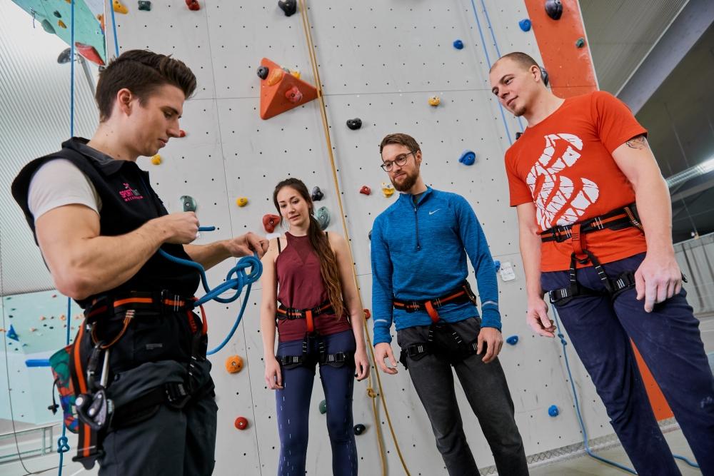 Kletterkurs Sportpoint Meckenheim Anfängerkurs Wiedereinsteiger Kletterhalle Bonn Meckenheim klettern bouldern